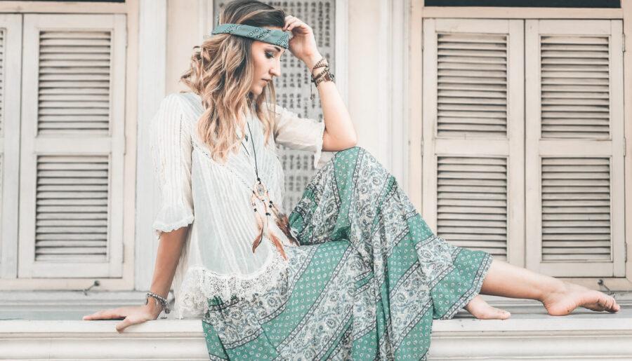 Chica vestido de estilo bohemio