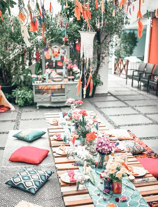Mesa bohemia de colores